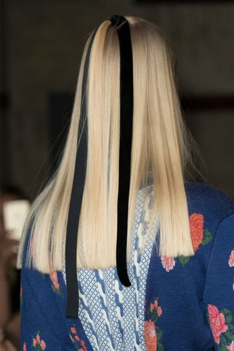 hbz-fw2017-hair-trends-bow-crazy-wickstead-clp-rf17-3101_1